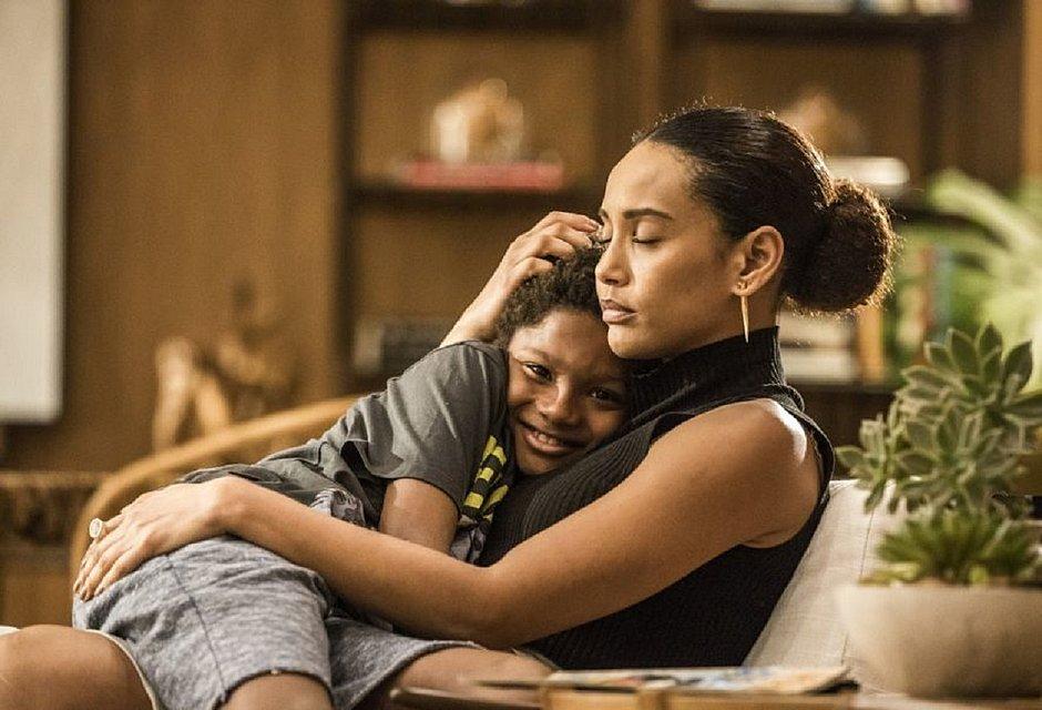 Ator mirim conta que chorou ao rever Taís Araújo nas gravações de 'Amor de Mãe'