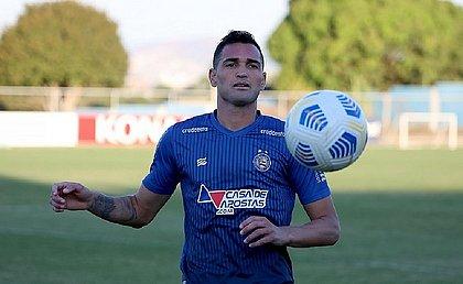 Gilberto volta ao time titular do Bahia diante do Fluminense
