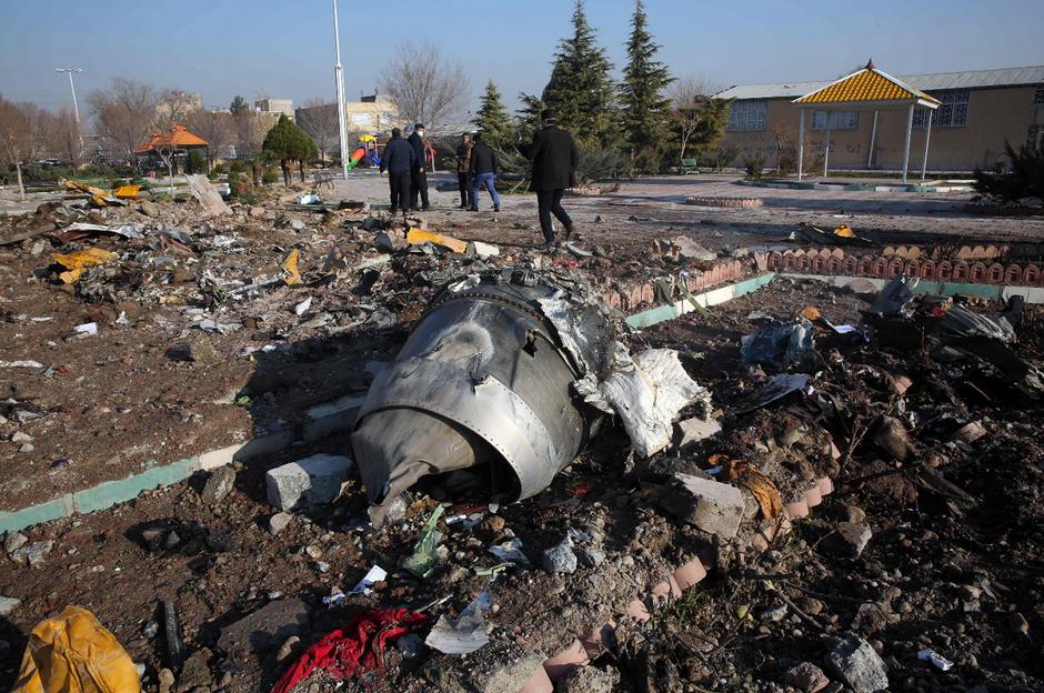 Irã convida EUA a participar de investigações sobre queda de avião ucraniano
