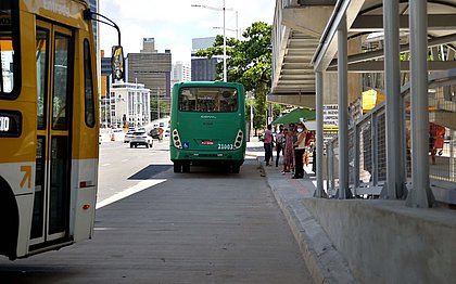 Ônibus e metrô voltam a funcionar até mais tarde a partir desta sexta (9)