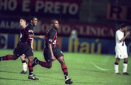 Xavier durante jogo contra o Vasco pelo Brasileirão de 2001