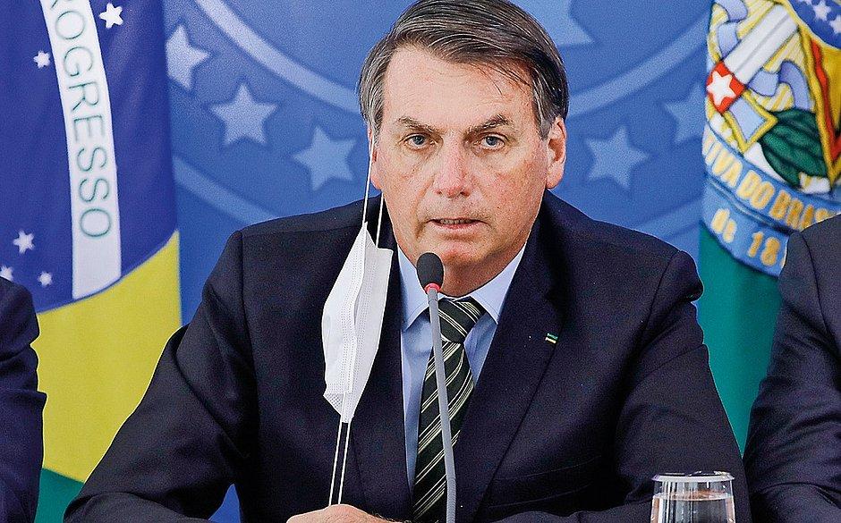 Bolsonaro manda ministério da Saúde ouvir mulher que diz que alho cura covid-19