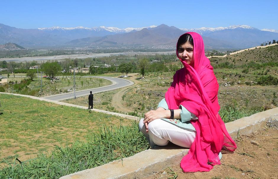 Malala, vencedora do Nobel da Paz, retorna após 6 anos ao Paquistão