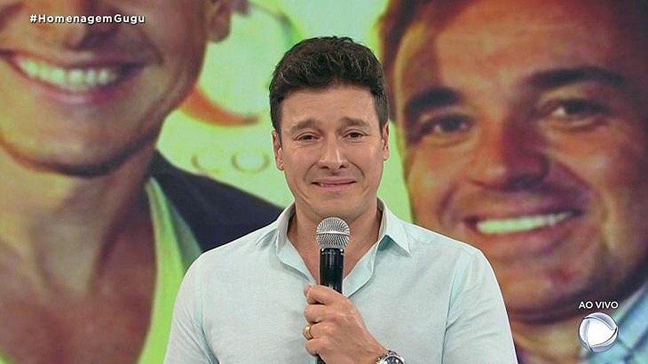 Rodrigo Faro pergunta sobre audiência durante homenagem a Gugu e é criticado na web