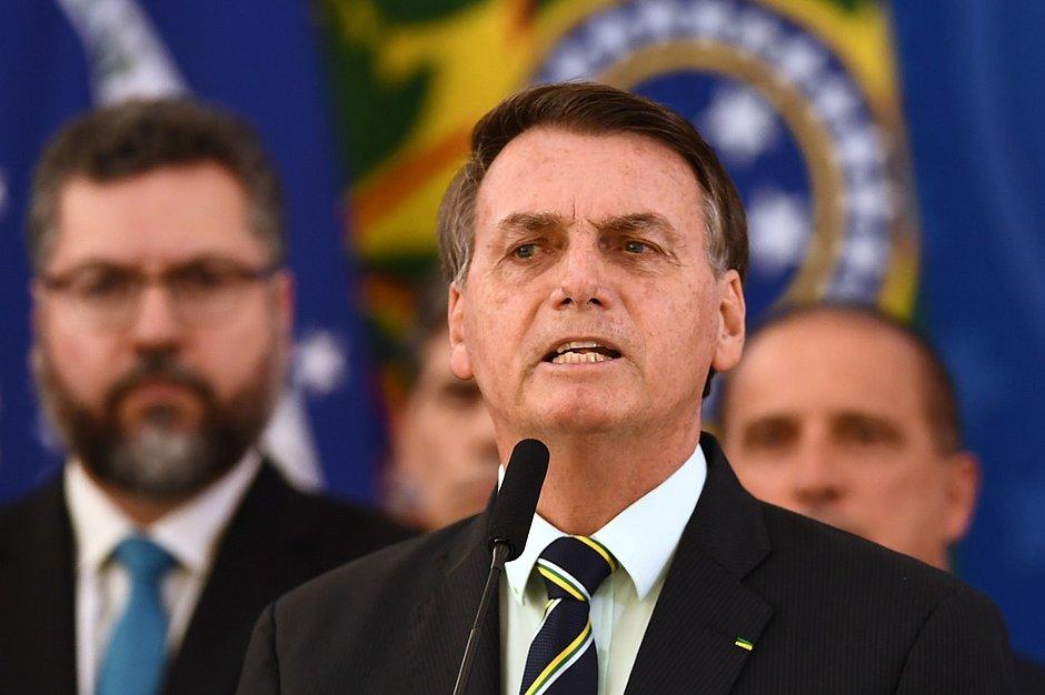 Bolsonaro desiste do Renda Brasil e diz que Bolsa Família continua até 2022