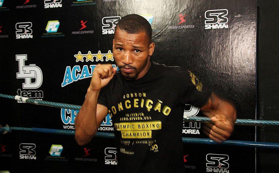 Robson Conceição faz sua 12ª luta como profissional na noite deste domingo (31)