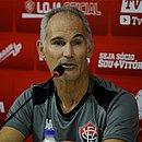Amadeu quer que o Vitória continue em crescimento no segundo turno