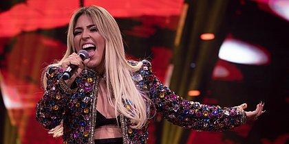 Destaque sertanejo, cantora Manu lança CD no CORREIO