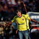 Barbosinha vibra com gol do Bahia de Feira