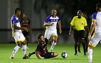 Ramalho (centro) ajudou o Freipaulistano a sair com o empate