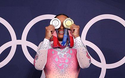 Rebeca Andrade conquistou um ouro e uma prata em Tóquio
