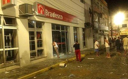 Bandidos explodem agências bancárias e reviram joalheria na Bahia