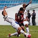 Pedro Ken em ação no triunfo de 1x0 sobre o Barueri, em 2012, último triunfo do Leão em estreia de Brasileiro