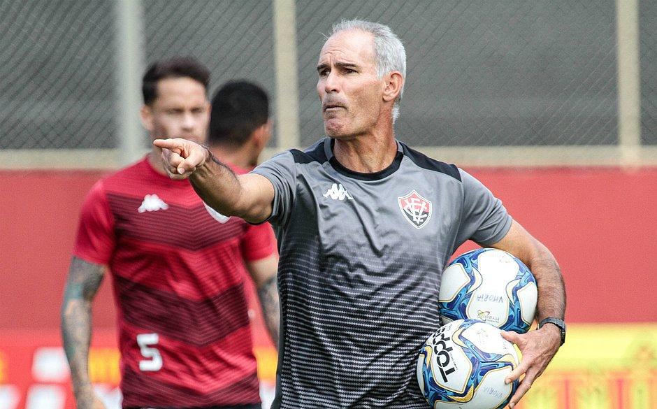 Amadeu vai com time reforçado para enfrentar o Operário