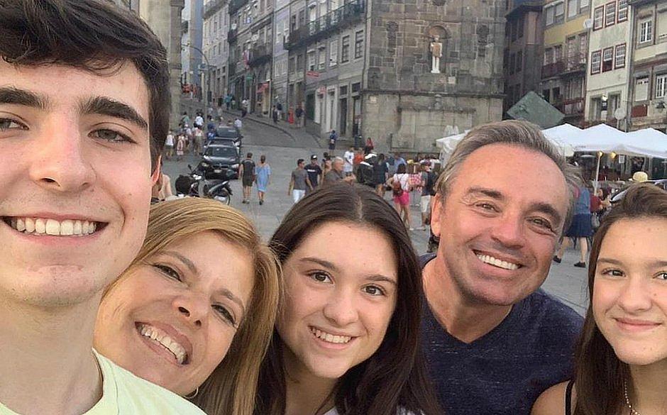 Filha do apresentador Gugu Liberato desabafa após morte do pai