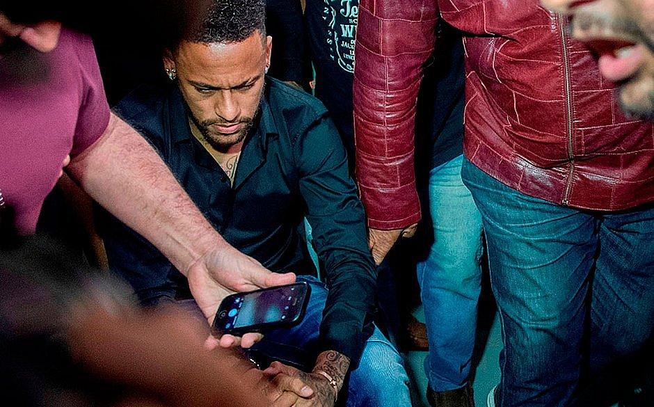 Neymar Afirma Que Assessores Foram Responsáveis Por Vazar Nude De