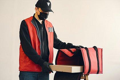 Toque de recolher impedirá funcionamento de deliveries e supermercados