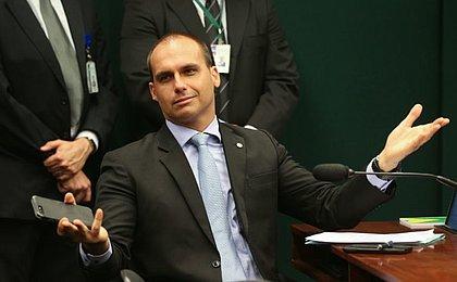 Deputado diz que Eduardo Bolsonaro entregou dossiê antifascista para os EUA