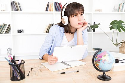 5 podcasts que ajudam a melhorar o seu inglês