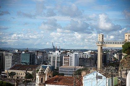Apesar das nuvens e do abafamento, chuva que é bom para refrescar, nem sinal em Salvador