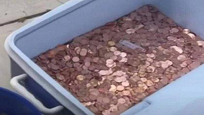 Pai paga pensão alimentícia com 80 mil moedas de um centavo