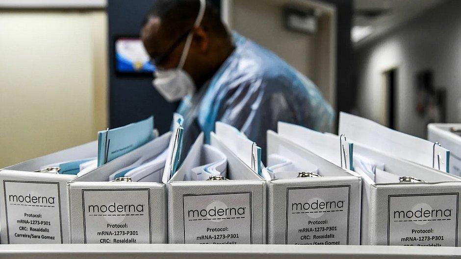 Moderna anuncia eficácia em vacina e pedirá uso emergencial nos EUA e Europa