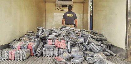 Quase uma tonelada de cocaína é apreendida com casal perto de Feira