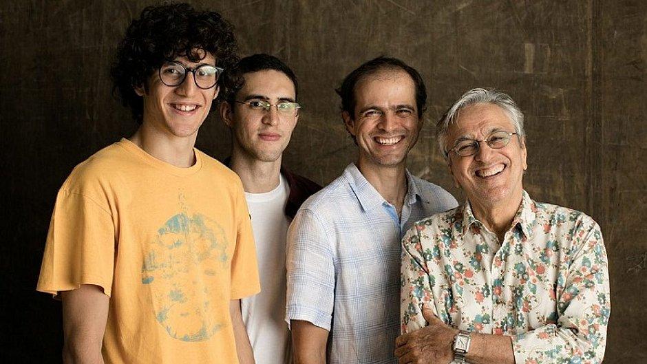 Vai ter live! Caetano Veloso festeja 78 anos em seu 1º ao vivo na quarentena