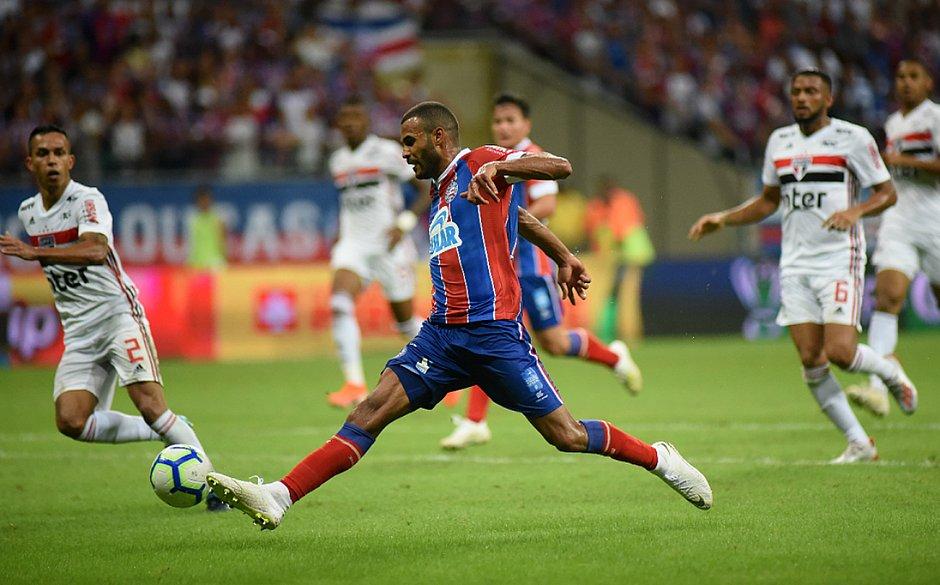 Ernando deu toque sutil para marcar o gol da vaga nas quartas