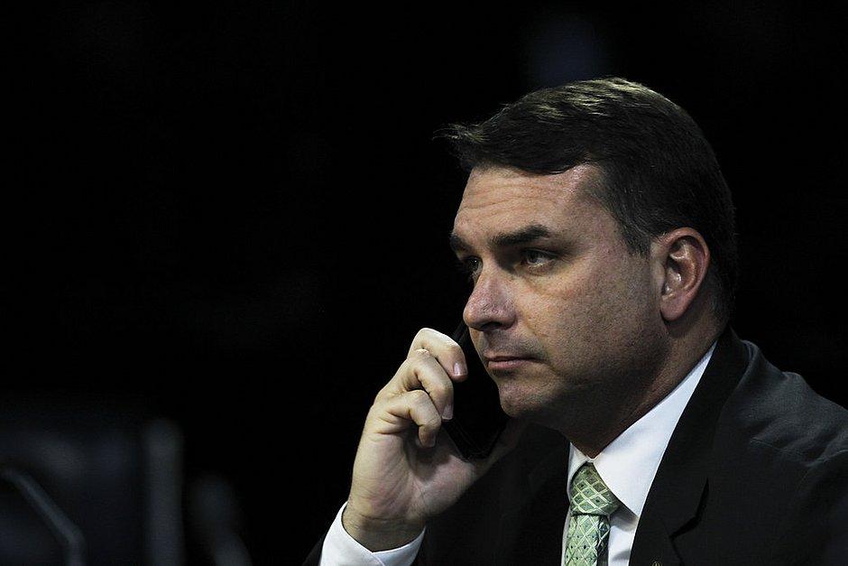 Flávio Bolsonaro presta depoimento ao MP no Rio no inquérito da 'rachadinha'