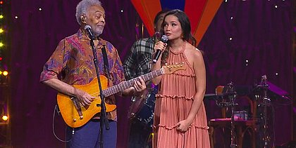 Gilberto Gil e Juliette Freire cantam juntos em live junina