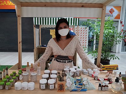A contadora Jéssica Casal foi convidada para participar da Feira da Cidade, no Shopping Paralela, com a loja que criou na pandemia, de produtos naturais