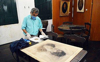 José Dirson Argolo avalia acervo do Museu