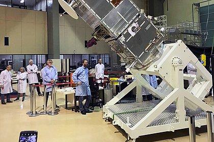 EUA detecta falha em satélite brasileiro e alerta para risco de queda