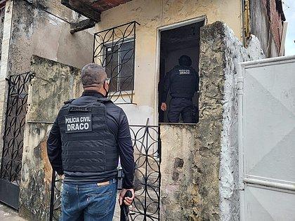 Dois homens envolvidos em sequestros e extorsões são presos em Salvador