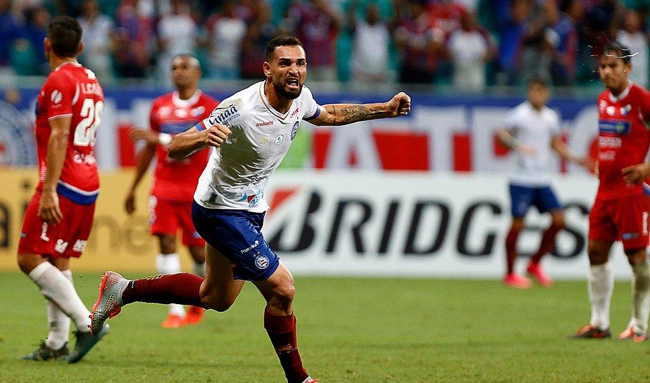 Gilberto abriu o caminho para a vitória do Bahia sobre o Nacional-PAR, na Fonte Nova