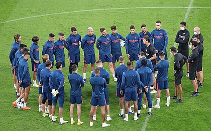 Lopetegui durante treino do Sevilla para partida contra o Bayern