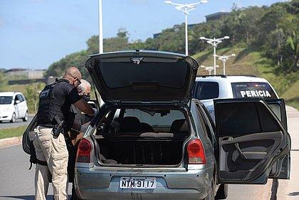 Corpo é encontrado em porta malas de carro abandonado em Valéria