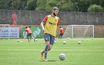 Zagueiro Marcelo Alves é o único jogador que esteve em campo do início ao fim dos seis jogos disputados pelo Vitória nesta Série B