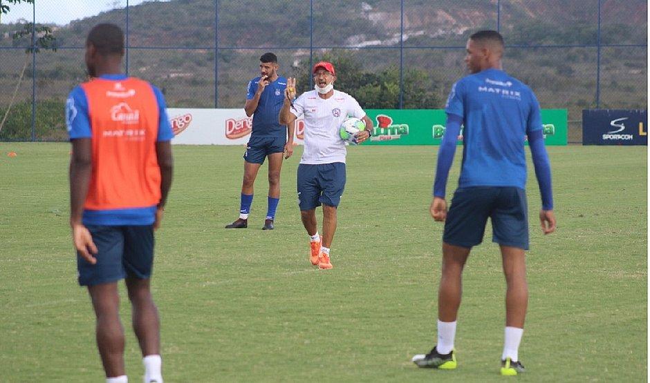 Claudinho Prates comandou treino no Bahia um dia após a demissão de Roger Machado