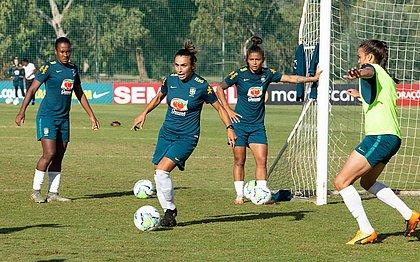 Seleção feminina durante o último treino em Portugal