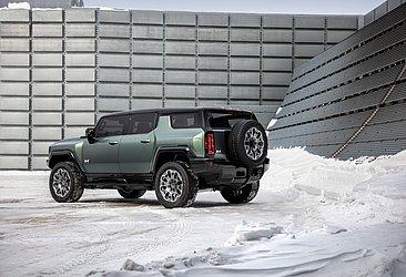 Parrudo, o Hummer SUV chegará em 2024 com o tradicional estepe preso na traseira