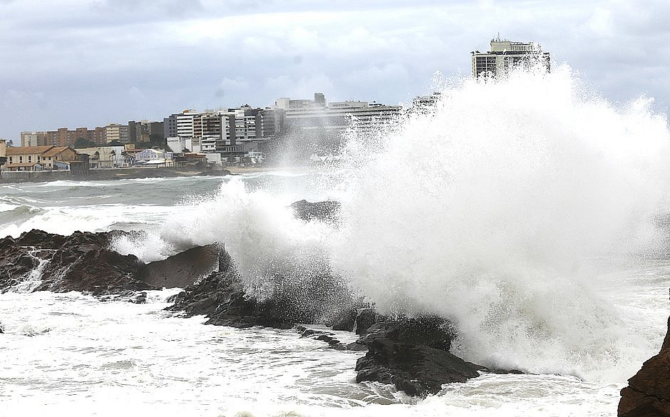 Resultado de imagem para Marinha alerta para movimento de ondas de longo período no litoral do RN