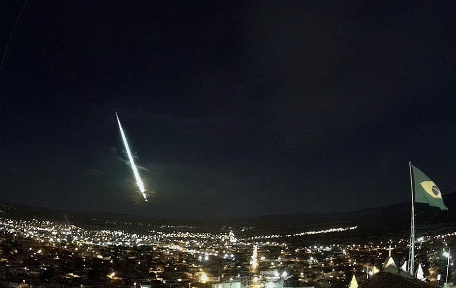 Meteoro é visto em várias cidades da Bahia: 'Bola de fogo'