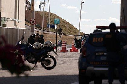 Policial militar dá tiros no Farol da Barra e provoca pânico; veja vídeo