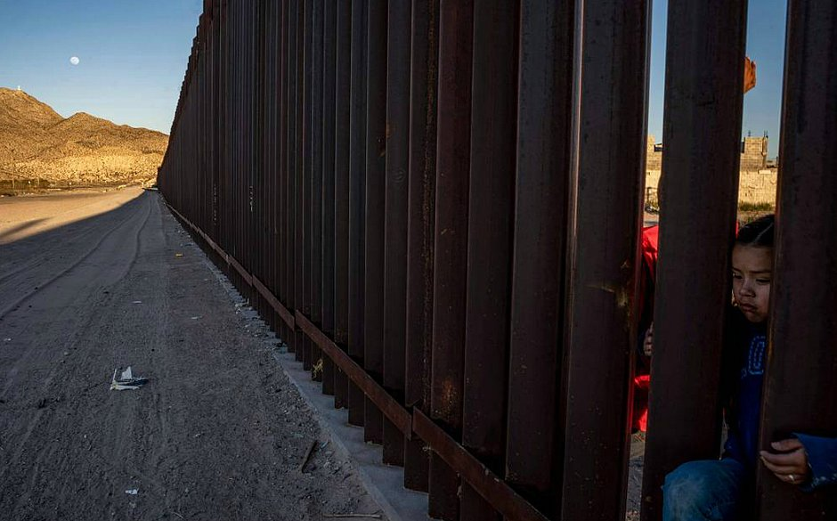 Justiça autoriza que Trump construa muro na fronteira com o México