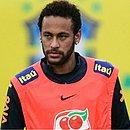 Neymar treina com a Seleção Brasileira na Granja Comary