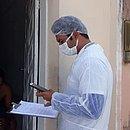 Agentes da Prefeitura de Ribeira do Amparo monitoram os visitantes