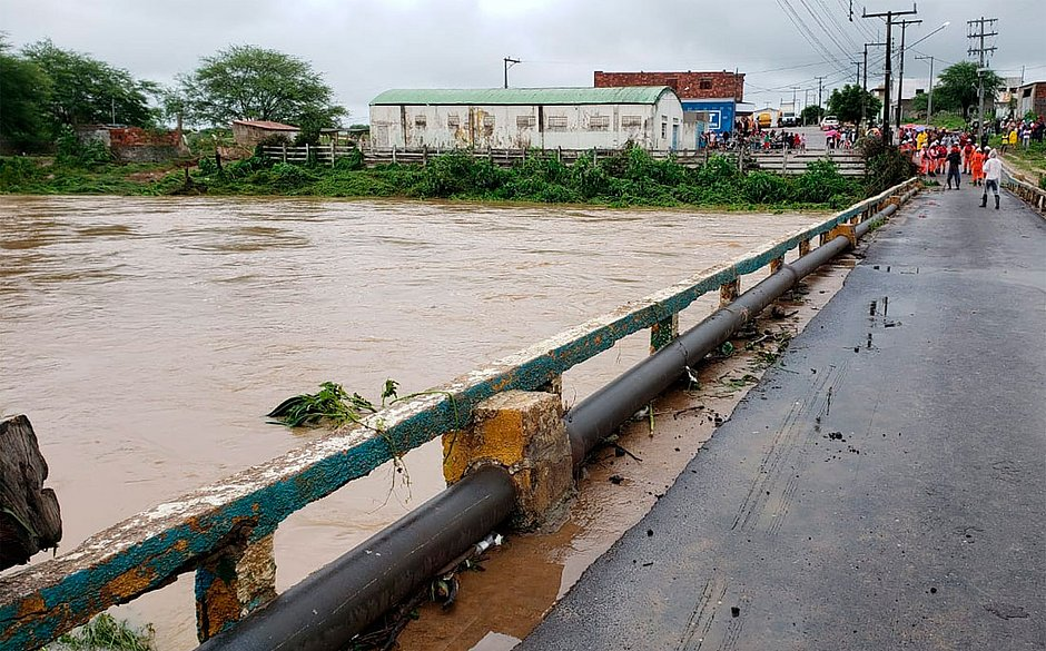 Chuva na região do rompimento da barragem vai persistir até domingo