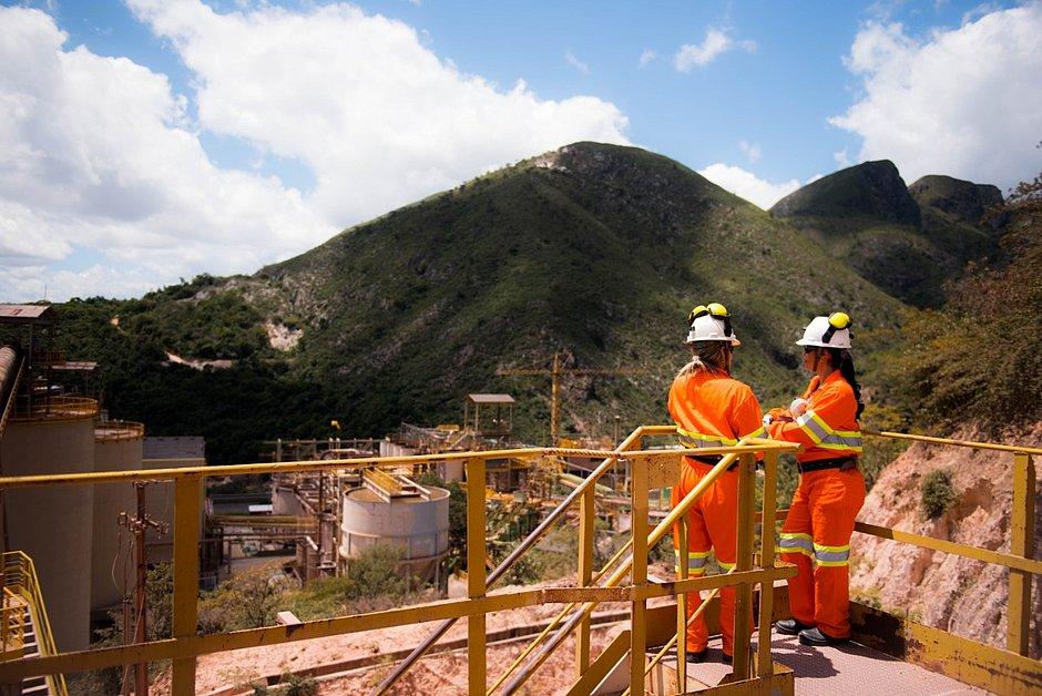 Mão de obra da mineração baiana équase toda localeganhaaté o triplo que outros setores